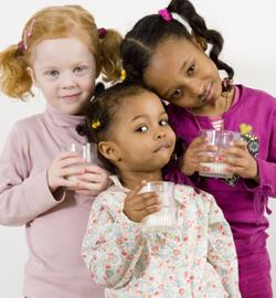 kids-drinking-milk