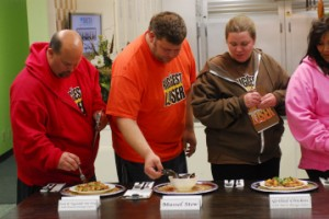 Biggest Loser's Ed and Vicky try healthy recipes prepared by fellow contestants.