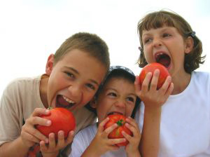 kids eating tomatoes