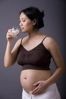 pregnant woman drinking milk