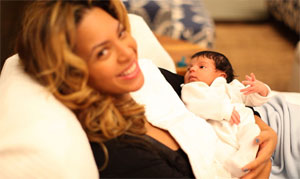 beyonce hold blue ivy