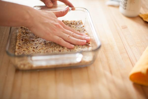 date macaroon crust