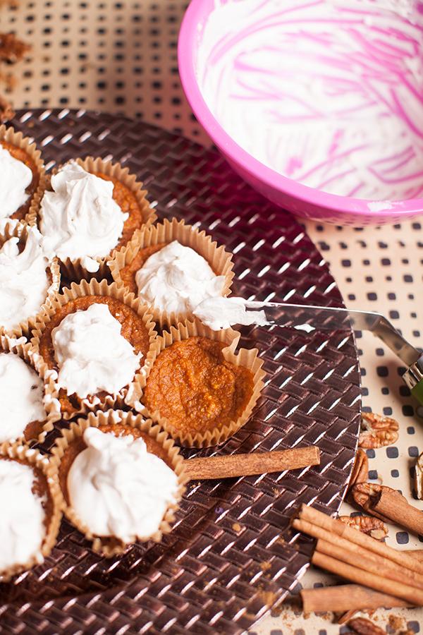 whipped-cream-pumpkin-pie-muffins