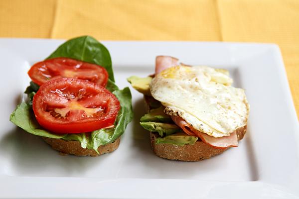 fried-egg-sandwich-tomatoes
