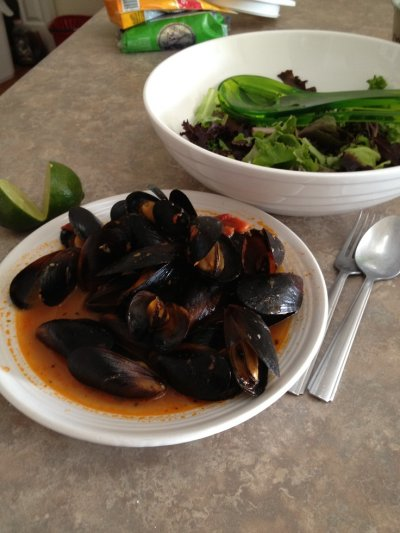 Mussels in Tomato Garlic Sauce