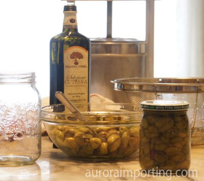 Cracked Green Olives in Vinegar Brine and Olive Oil