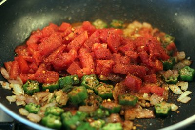 Seasoned, Okra And Squash With Tomatoes, Onions And Cracked Pepper Seasoning