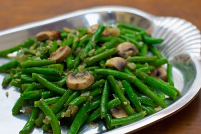 Cut Savory Green Beans With Mushrooms
