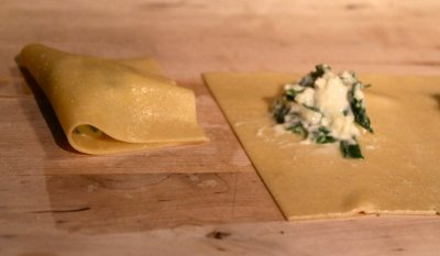 Ricotta & Spinach Filled Ravioli With Tomato Basil Sauce