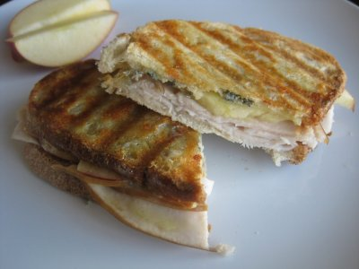 Turkey & Cheese Sandwich with Apples
