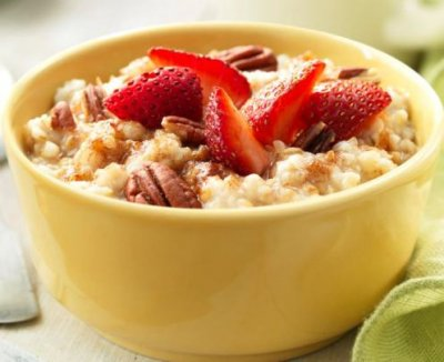 Steel Cut Oatmeal with Strawberries & Pecans