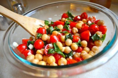 Chicken, Chickpea & Tomato Salad Petit Plate