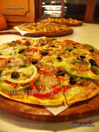 Cheese, Pepperoni, Ham, Mushroom, Onion, Green Pepper Pizza, Large Thin Crust