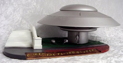 Deluxe Flying Saucer