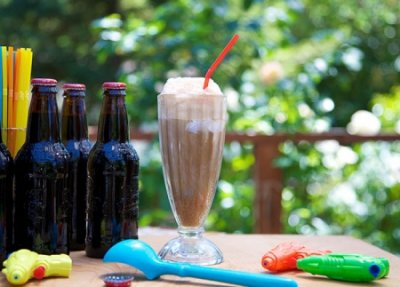 Ice Cream Float (with vanilla ice cream & root beer), Large