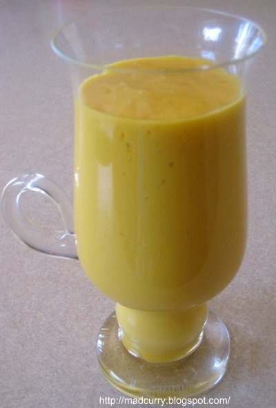 Low-Fat Mango Smoothie