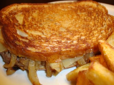 Cheesy Patty Melt with Fries