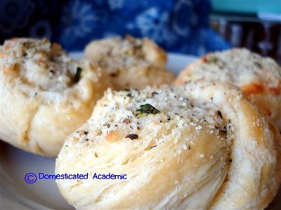 Garlic Parmesan Cheese Knots