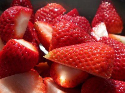Deluxe Halved  Strawberries, Lite