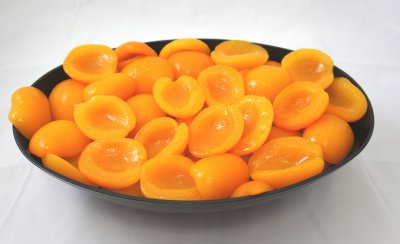 Apricot Halves Unpeeled in Extra Light Syrup