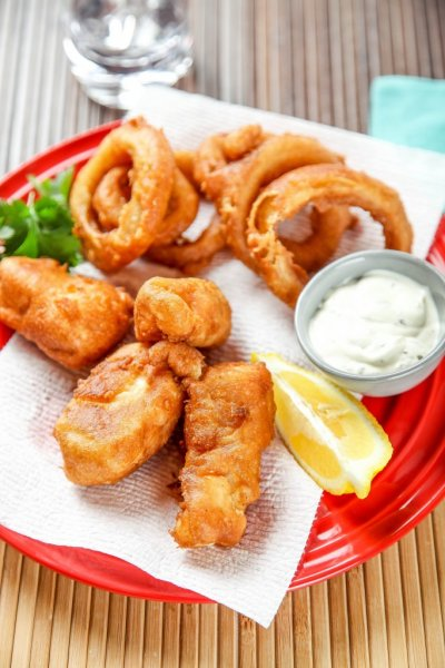 Beer Battered Cod Appetizer w/ Spicy Pickle Tartar Sauce