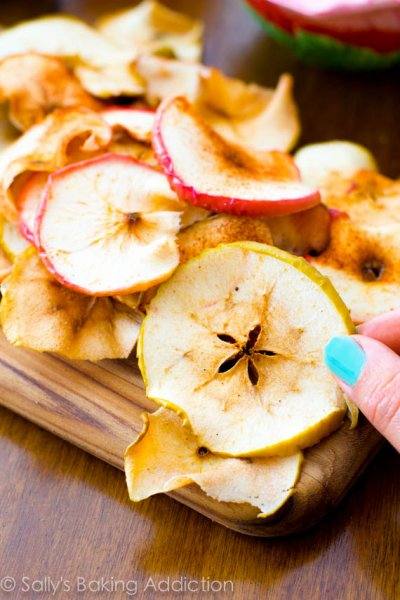 Baked Crunchy, Cinnamon, Apple Chips