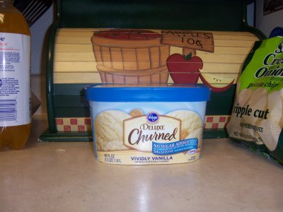 Vividly Vanilla Deluxe Churned Ice Cream