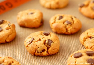 Chocolate Chip Crunchy Cookies